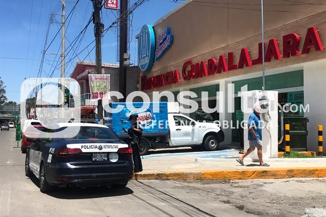 Atracan a repartidor afuera de Farmacias Guadalajara en Amalucan