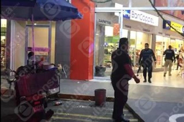 Huyen entre disparos tras asalto a Coppel de Plaza Chapultepec