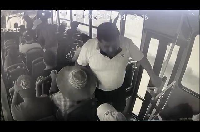 Captan en video asalto a pasajeros de Ruta 12 en Xochimehuacán