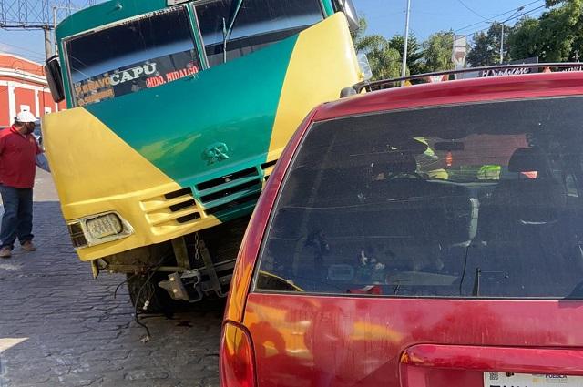 Choque de microbús y camioneta deja 5 heridos en La Constancia