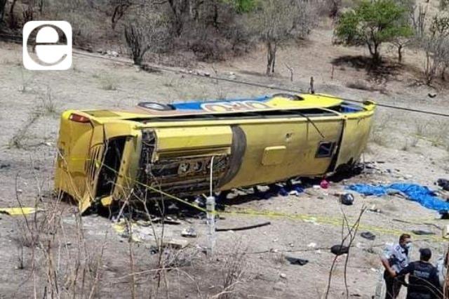 Otra muerte por volcadura de autobús en Izúcar
