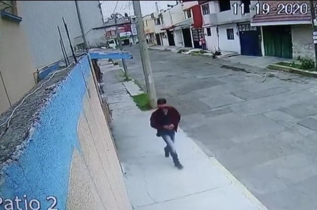 Graban hasta robo de focos en Héroes de Puebla
