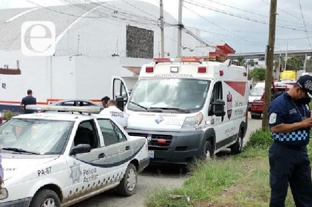 Tren se lleva camión urbano en la colonia Santa María: 10 heridos
