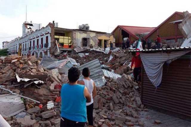 Casi 2 meses después del sismo, tarjetas de ayuda a damnificados