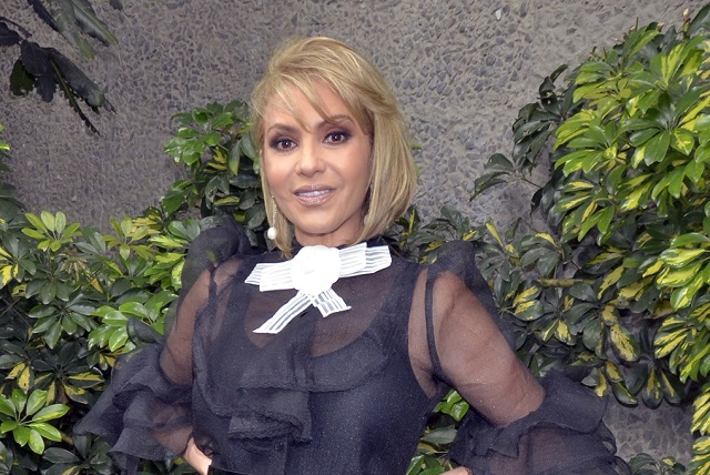 Daniela Castro reaparece en otra tienda departamental