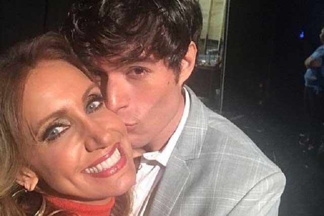 Danilo Carrera defiende a Lili Estefan y su polémico beso
