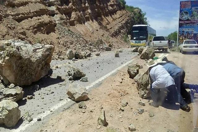 Por sismo se bloquea carretera de Chinantla a Tulcingo