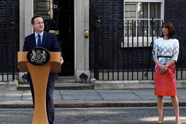David Cameron presenta su renuncia a la reina Isabel II