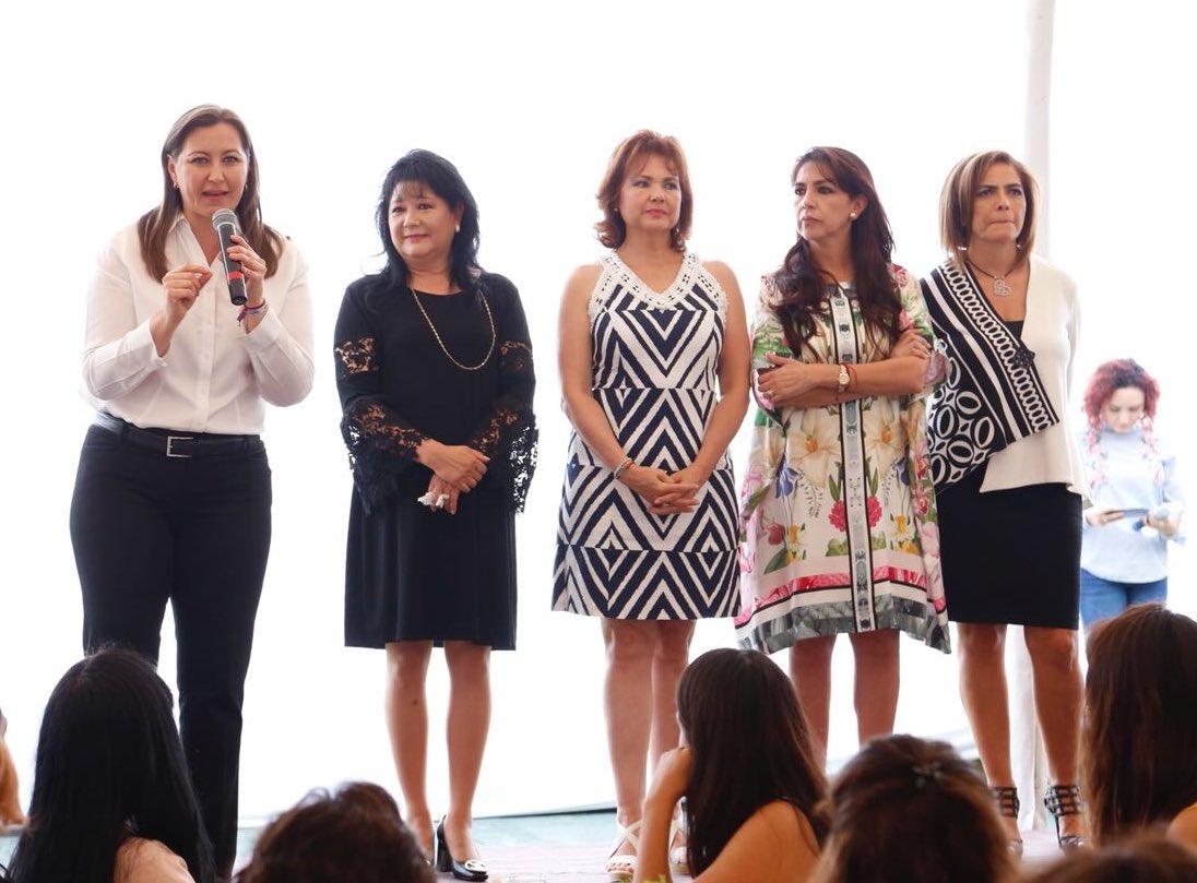 Exfuncionaria del DIF organiza evento de mujeres para Alonso