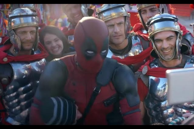 Deadpool pide ayuda a los guardias de Emperador