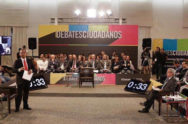 Exigen aterrizar planes a Cárdenas y Merino en debate de Coparmex