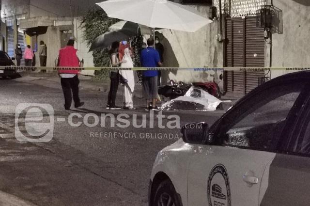 Hombre de la tercera edad muere a manos de policía en Puebla