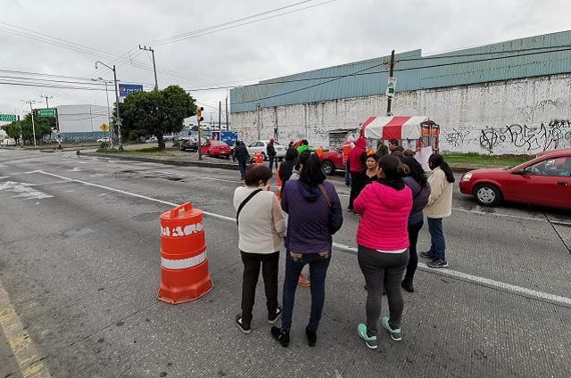 Defienden a director acusado de violación y paran tráfico en Puebla