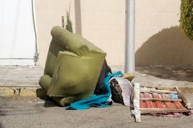 Dejan cadáver embolsado dentro de un sillón en San Manuel