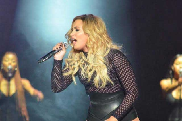Demi Lovato canta junto a Paulina Rubio Girls just want to have fun