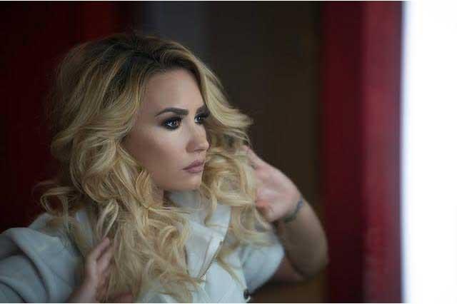 Demi Lovato vence con sus puños a Sylvester Stallone