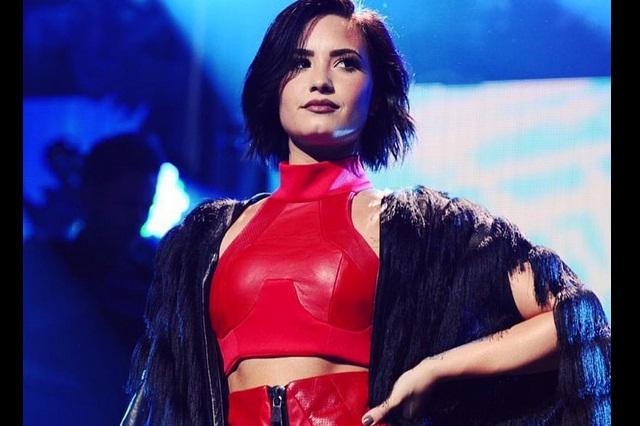En sesión de fotos, Demi Lovato muestra lo sexy que luce en lencería