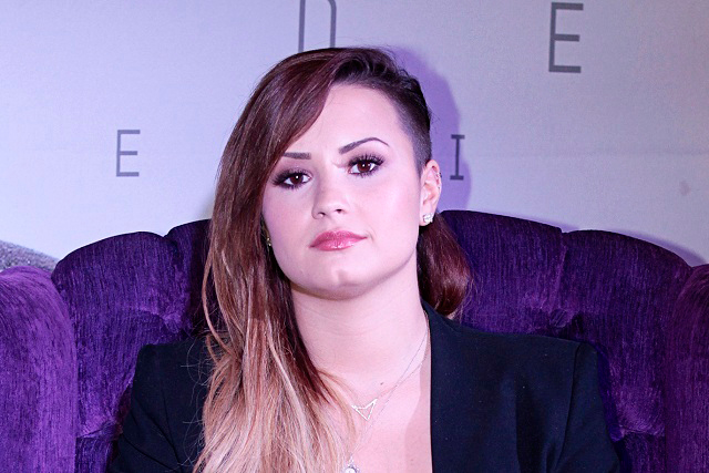 Demi Lovato estuvo a punto de recaer en alcoholismo por culpa de famosa
