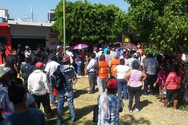 Con violencia, desalojan viviendas en Chietla; culpan al alcalde