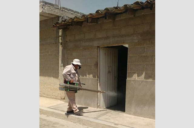 Agreden a personal que esparce insecticida contra dengue en Tehuacán