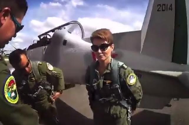 Denise Maerker habría incurrido en un delito al usar uniforme militar