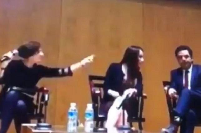 Durante debate, Denise Dresser le truena los dedos a Gabriela Cuevas