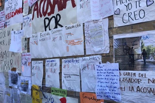 Alumnas de Prepa 6 tapizan muro con denuncias de acoso sexual