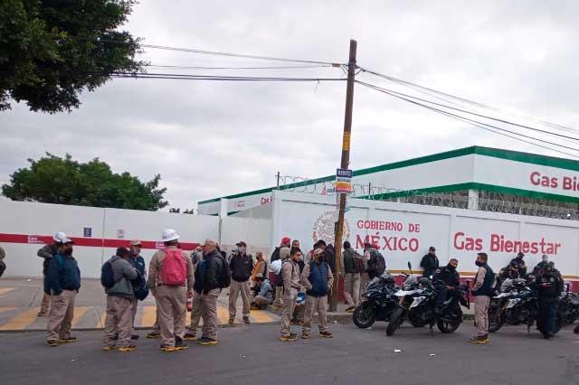 Protestan trabajadores de Gas Bienestar por engaño en sueldos