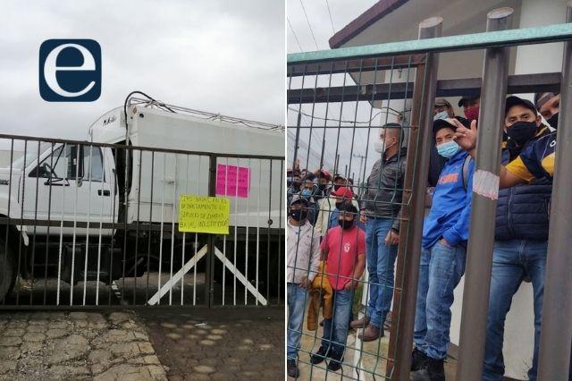Protesta personal de limpia en Huauchinango por despidos