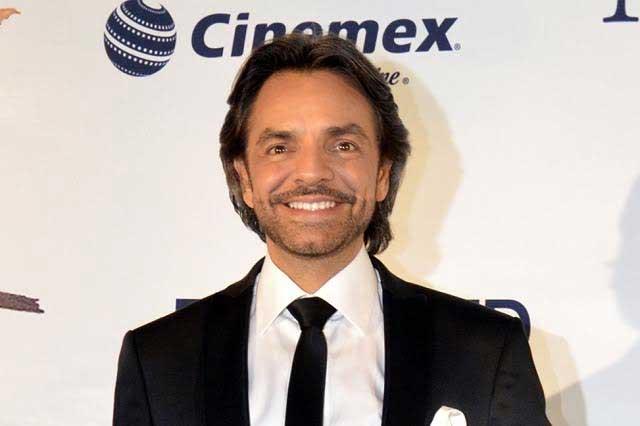 Eugenio Derbez felicitado por un verdadero Latin Lover