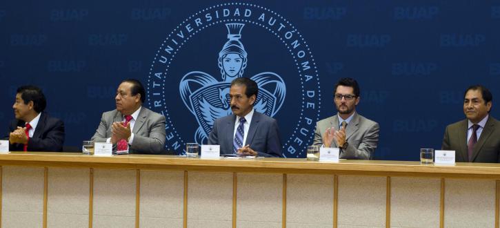 Luis Ochoa Bilbao rinde protesta como director de Derecho- BUAP