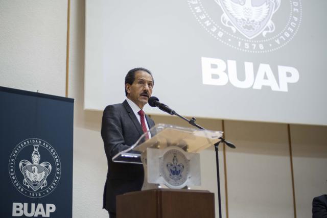 En BUAP, desarrollo planeado que beneficia a toda la comunidad: Esparza