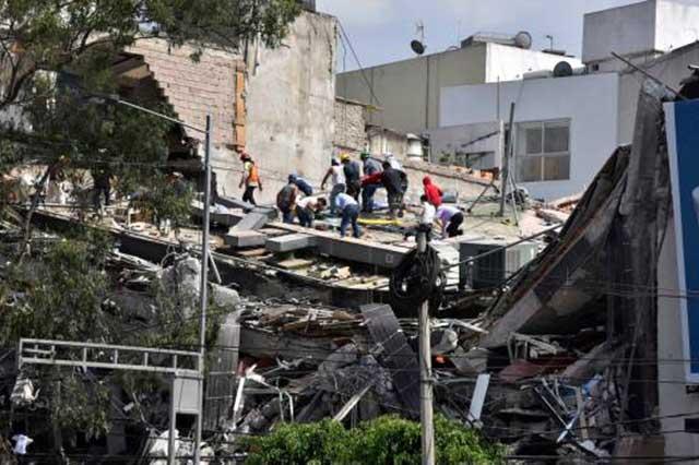 Especulan que aún hay 45 personas atrapadas en edifico de Álvaro Obregón
