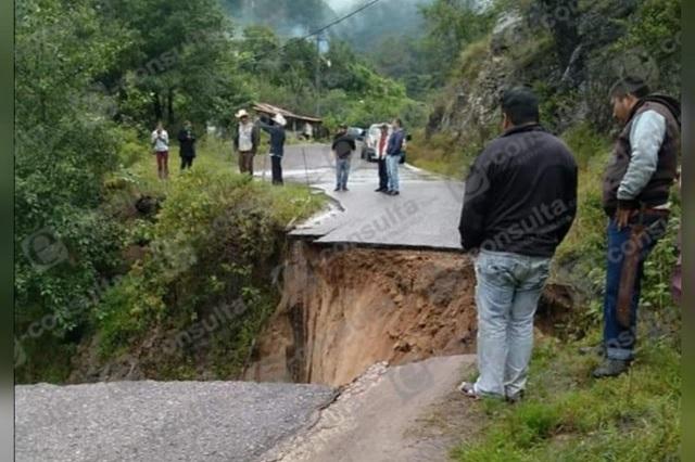Video: se desgaja carretera en Tetela de Ocampo por lluvias