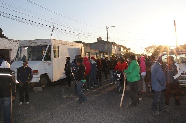 Antorchistas impiden desalojo de 15 familias en La Libertad
