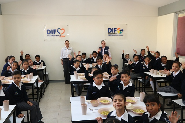 Dinorah López y Susy Angulo entregan nuevo desayunador escolar