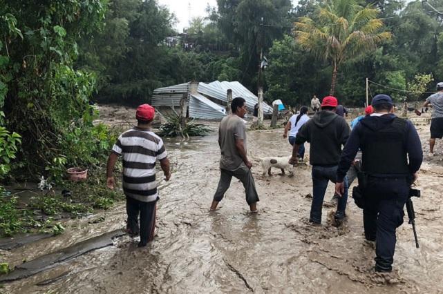 Se desborda río en Izúcar y 120 familias dejan sus casas