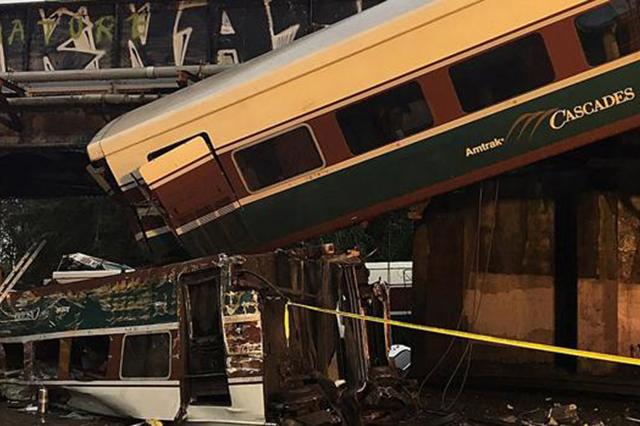 Se descarrila tren en Washington y deja un saldo de varias personas muertas