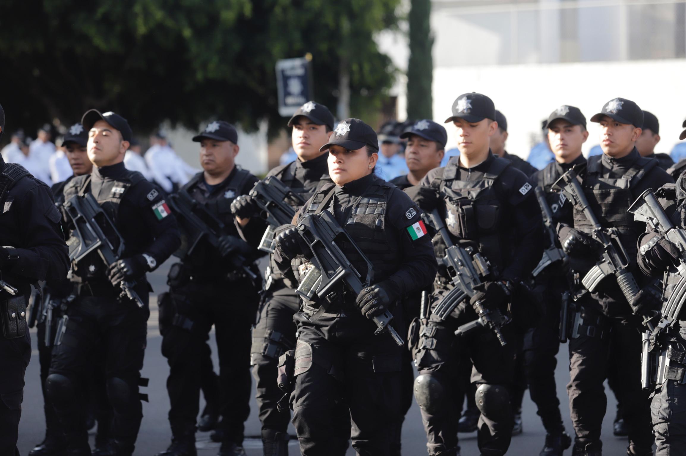 Presentan en desfile a la nueva Policía Estatal de Carretera