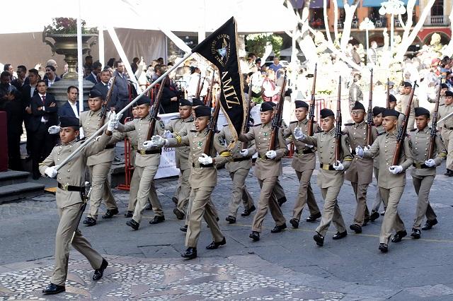 Concluye desfile con saldo blanco; marchan más de 10 mil escolares