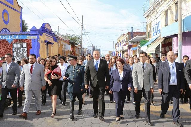 Realizan tradicional desfile cívico militar en Atlixco