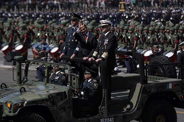 Concluye en el Zócalo el desfile militar de la Independencia