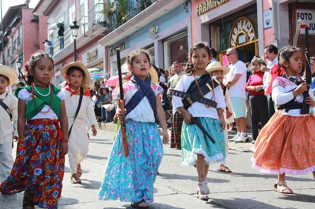 Desfile en Teziutlán conmemora la Revolución Mexicana