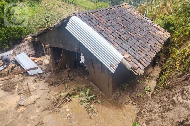 Deslave sepulta vivienda en comunidad de Huauchinango
