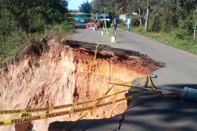 Cerrada carretera Teziutlán - Aire Libre por socavón
