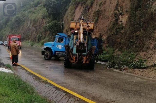 Registran leves derrumbes por lluvias en Zacapoaxtla