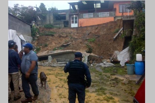 Lluvias dejan deslaves y caída de árboles en Xicotepec