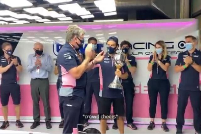 Todo el equipo de Racing Point se reúne para despedir a 'Checo' Pérez