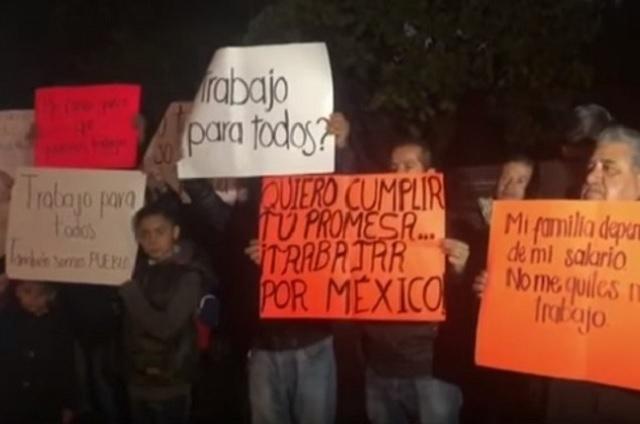 Trabajadores federales temen ser despedidos y protestan en Palacio Nacional