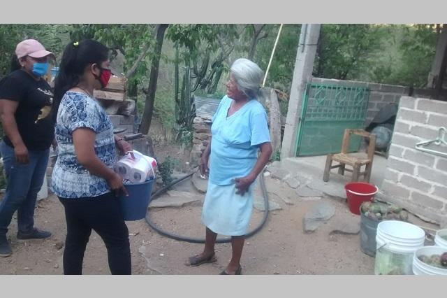 Dan despensas a familias en Xayacatlan de Bravo por Covid-19